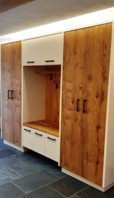 Garderobe Eiche rustikal geölt, Rahmen und Flächen beige deckend lackiert