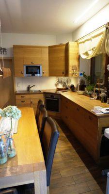 Küche, 3-Schichtplatte Eiche, Tische Eiche massiv, gebürstet und lackiert